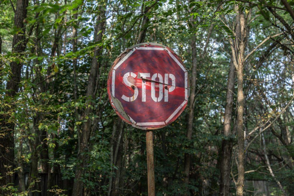 止まれの道路標識